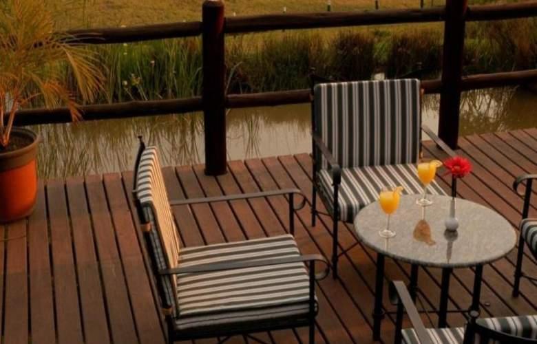 Greenway Woods Resort - Terrace - 43