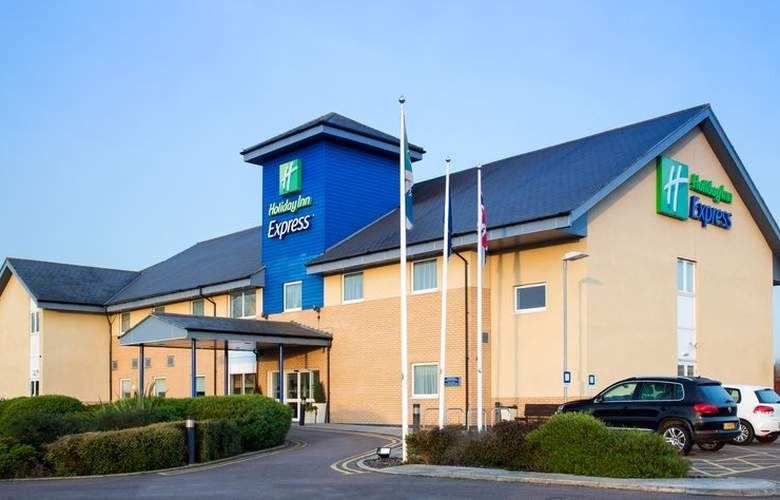 Holiday Inn Express Braintree - Hotel - 0