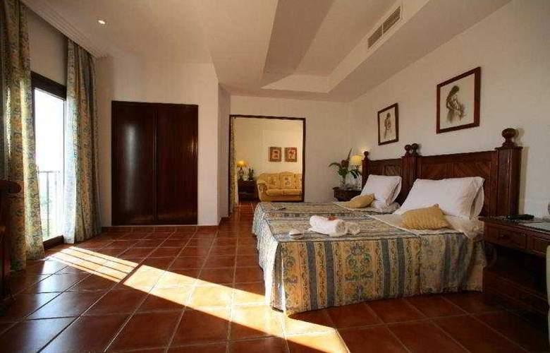 Antonio II - Room - 2