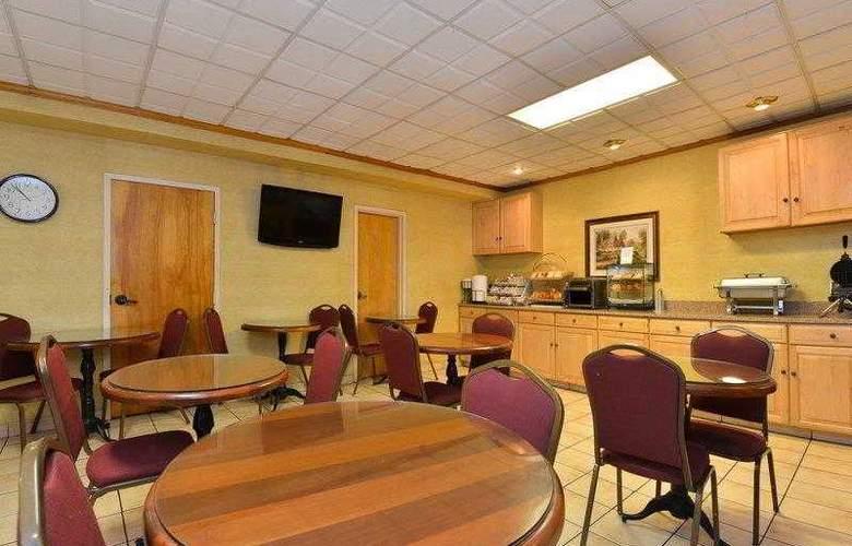 Best Western Plus Richmond Airport Hotel - Hotel - 19