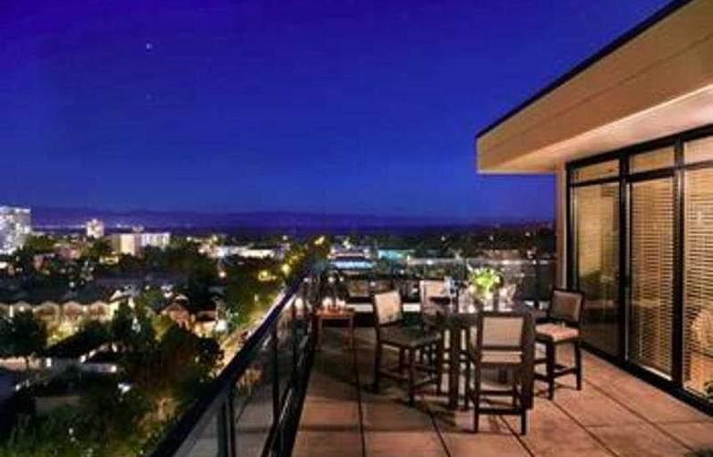 The Oswego Hotel - Terrace - 3