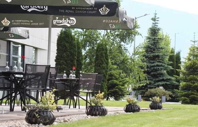 Holiday Inn Sofia - Terrace - 80