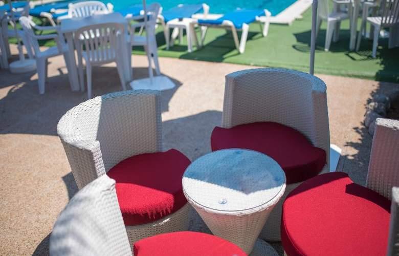 Azuline Hotel Llevant - Terrace - 20