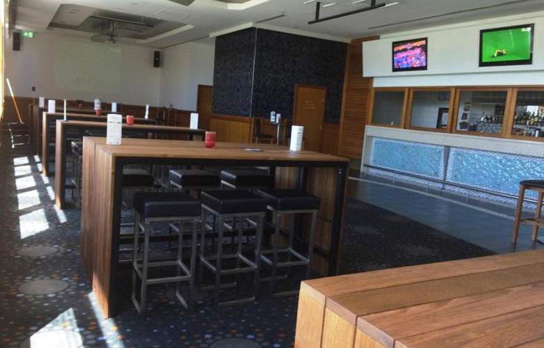 Jupiters Townsville Hotel and Casino - Bar - 7