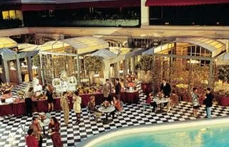 Wilshire Grand - Pool - 1