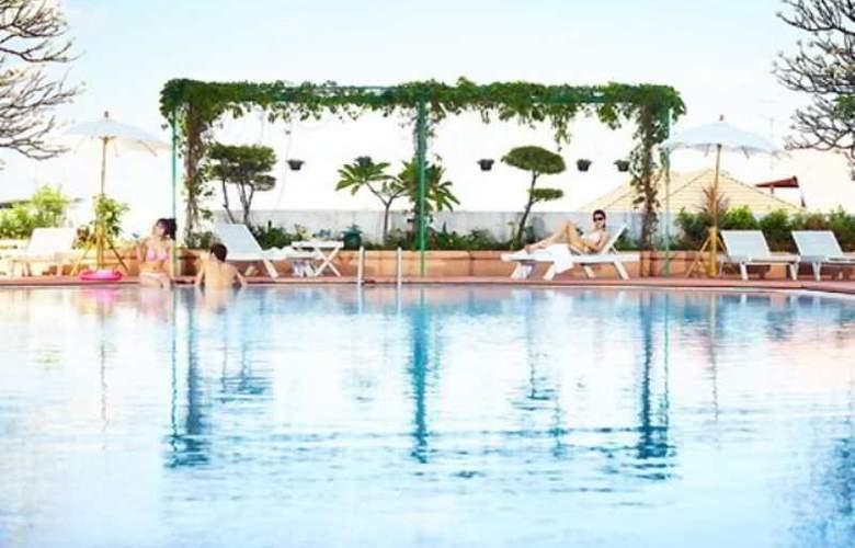 The Royal City - Pool - 6