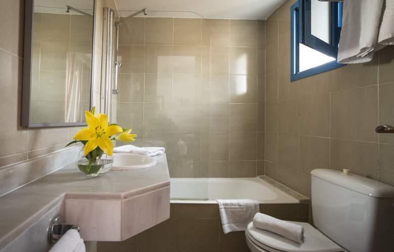 Elegance Vista Blava - Room - 19