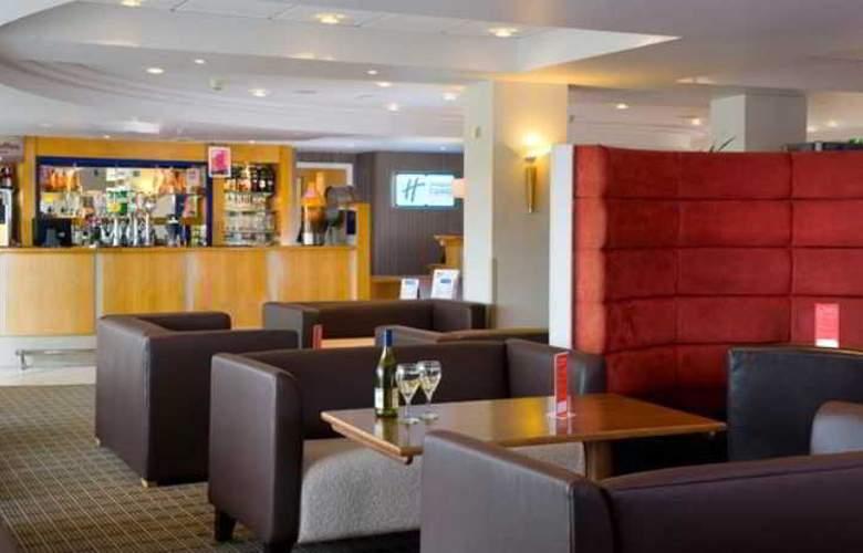 Holiday Inn Express London - Luton Airport - Bar - 7