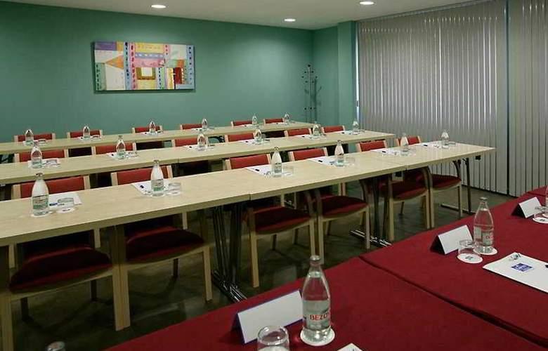 B&B Madrid Aeropuerto T1-T2-T3 - Conference - 2
