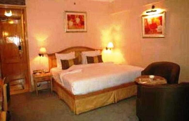 Ramada  Plaza Palm Grove - Room - 5