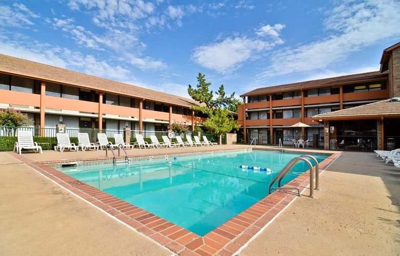 Best Western Saddleback Inn & Conference Center - Pool - 100