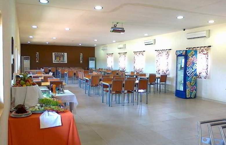 Viana Hotel - Restaurant - 10