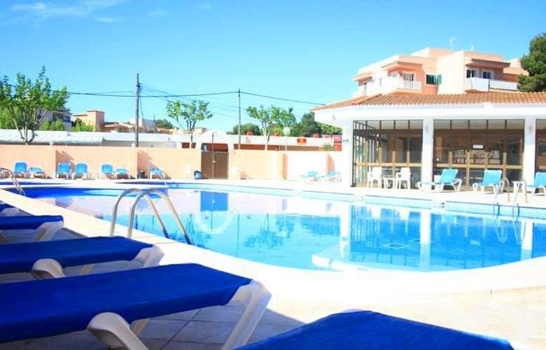 Alcina - Pool - 4