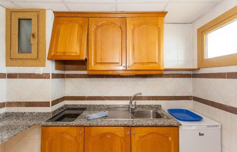 Apartamentos Benhur - Room - 18