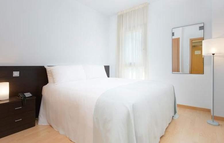 Tryp Madrid Airport Suites - Room - 9