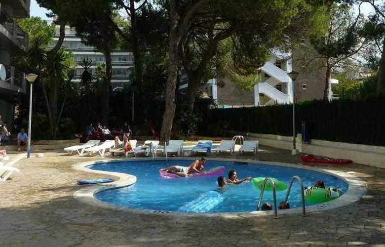 Mediterranean Suites - Pool - 10