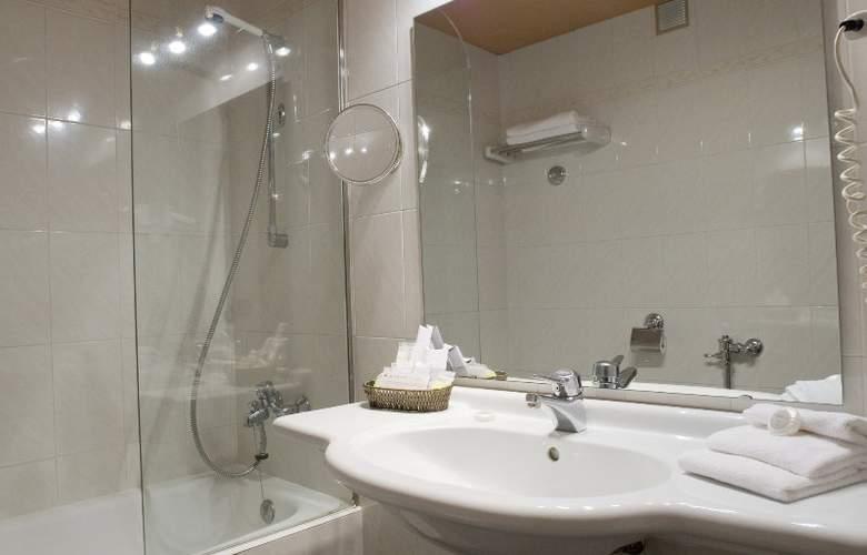 Anyos Park Hotel - Room - 8