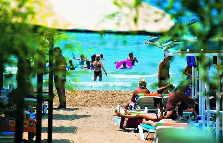 Villa Side - Beach - 15