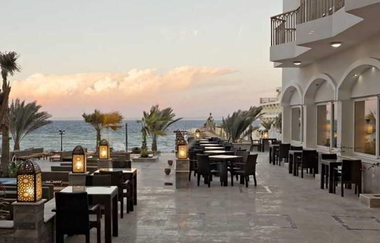 The Three Corners Royal Star Beach Resort - Terrace - 40