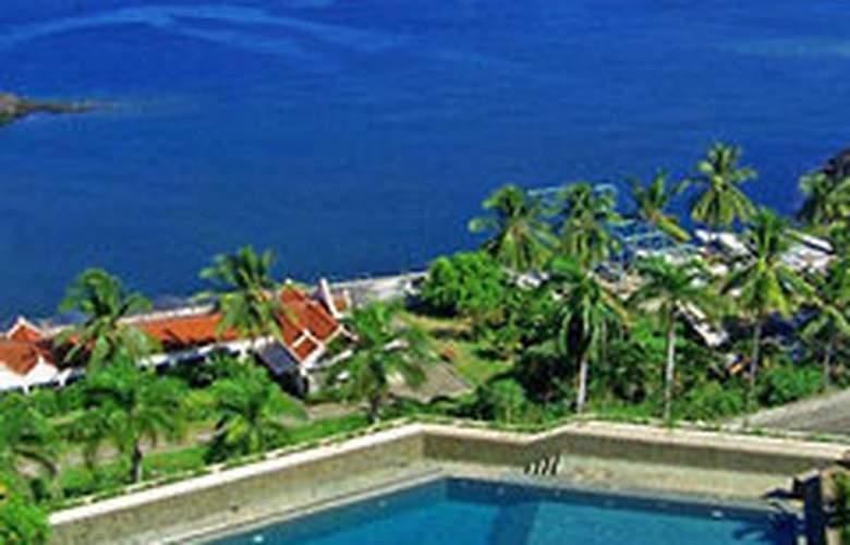 The Ritzy Hotel Manado - Pool - 4