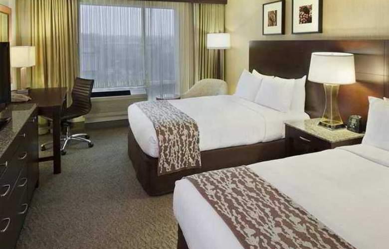 Doubletree Club Bayside - Hotel - 4