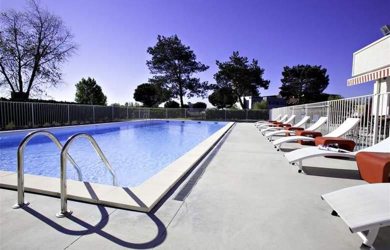 Best Western Bordeaux Aeroport - Pool - 66