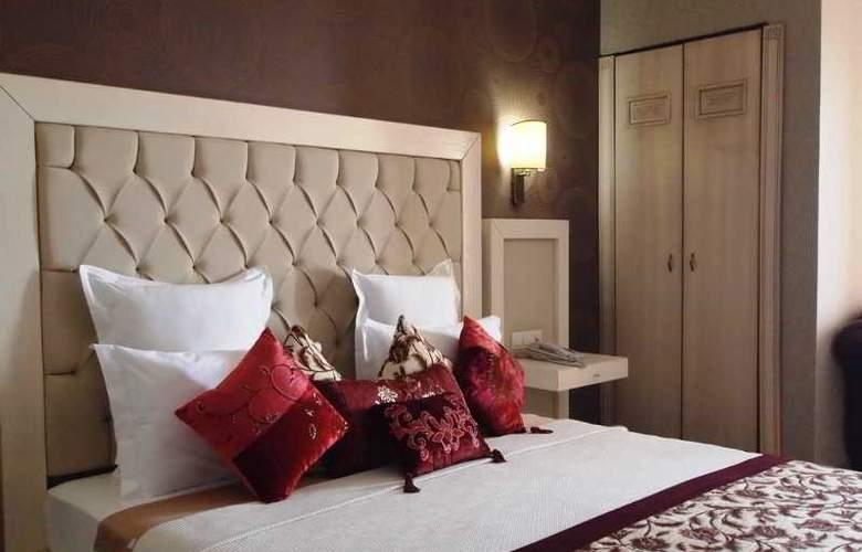 Romance - Room - 14