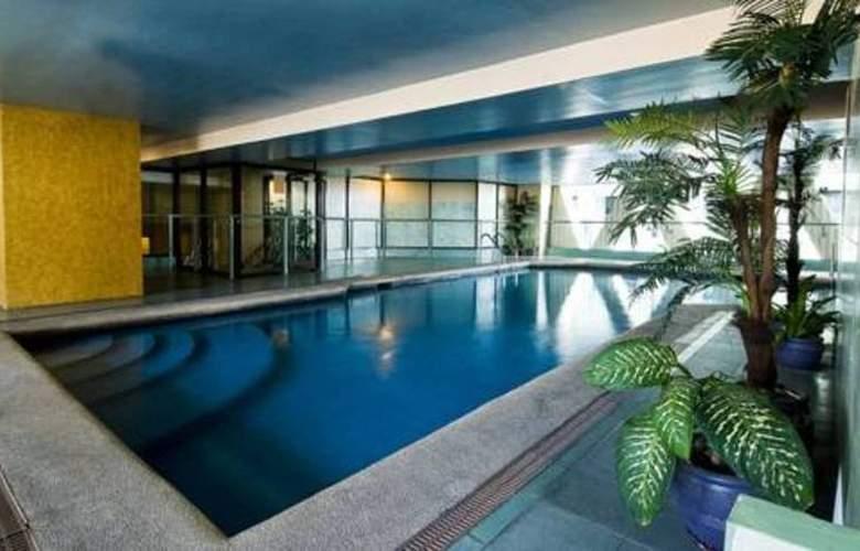 Berjaya Hotel - Pool - 4