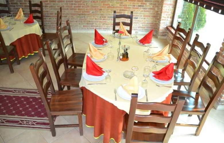 Vila Aeroport Rinas - Restaurant - 16