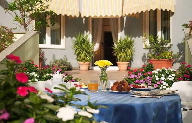 Ibis Styles Napoli Garibaldi - Terrace - 6