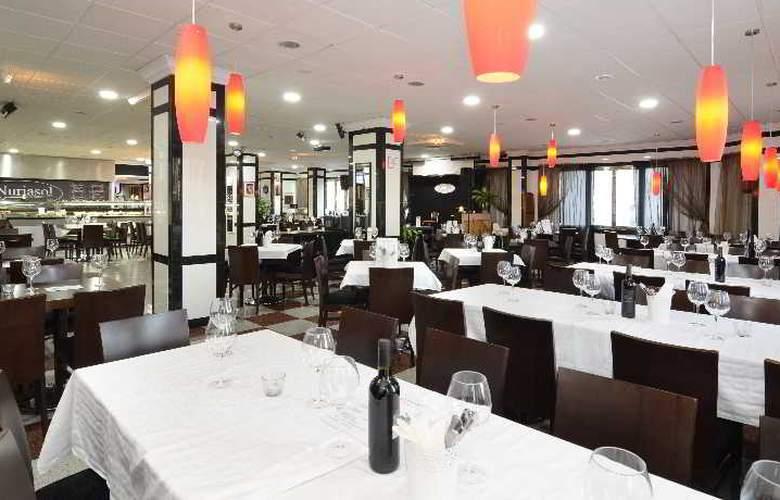 Apartamentos Nuria Sol - Restaurant - 16
