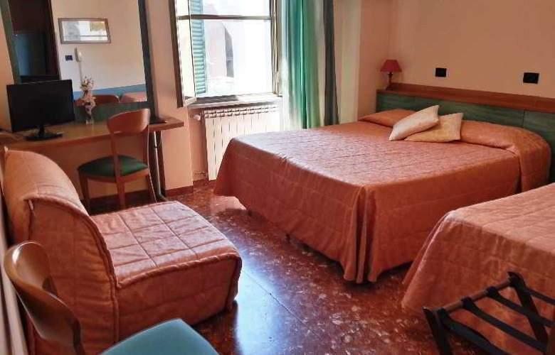 Di Stefano - Room - 10