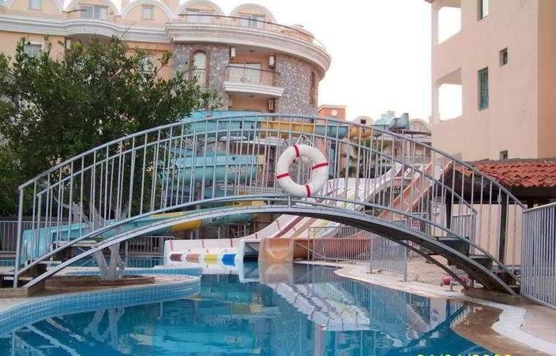 Club Caprice Apartments - Pool - 3