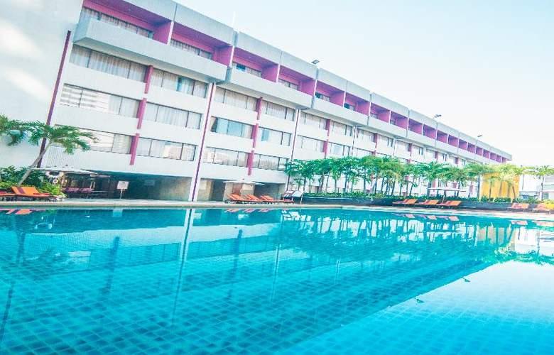 Ambassador Bangkok - Pool - 21