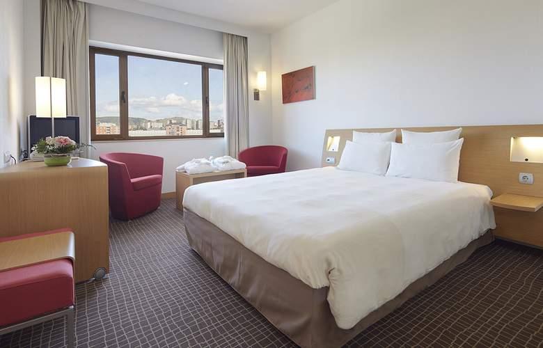 Puerta De Bilbao - Room - 2