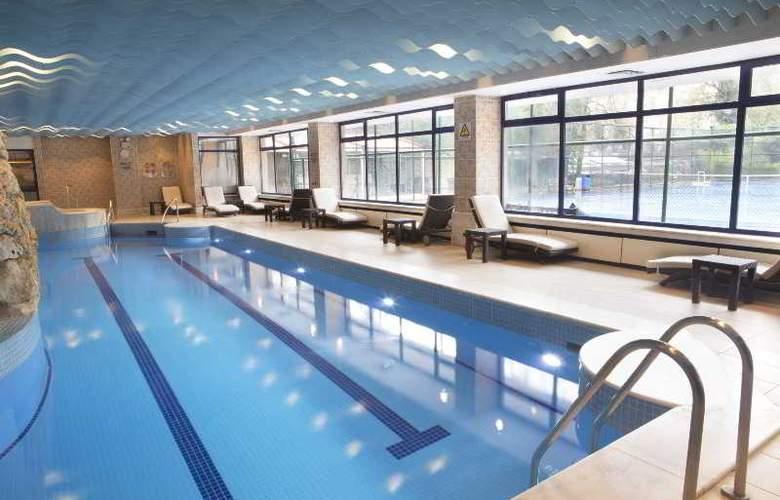 Hilton Istanbul - Pool - 21