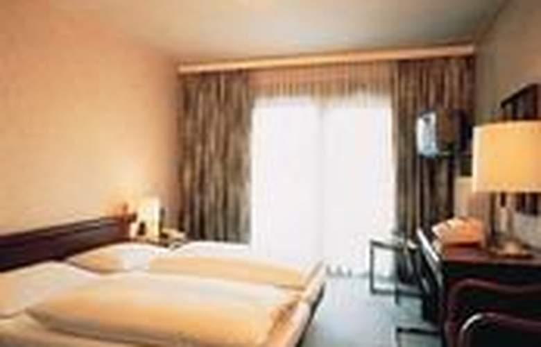 Daniel - Room - 2