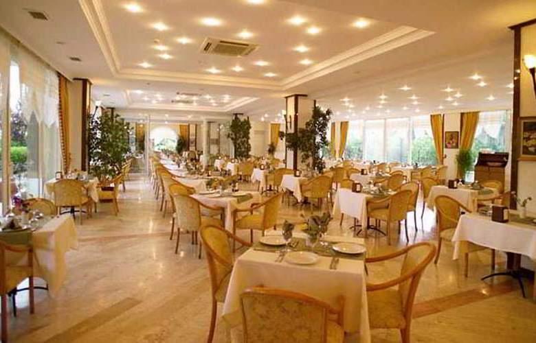 Pine House - Restaurant - 8