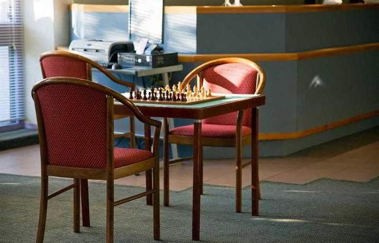 Kyriad Le Creusot Montchanin en Bourgogne - Hotel - 6