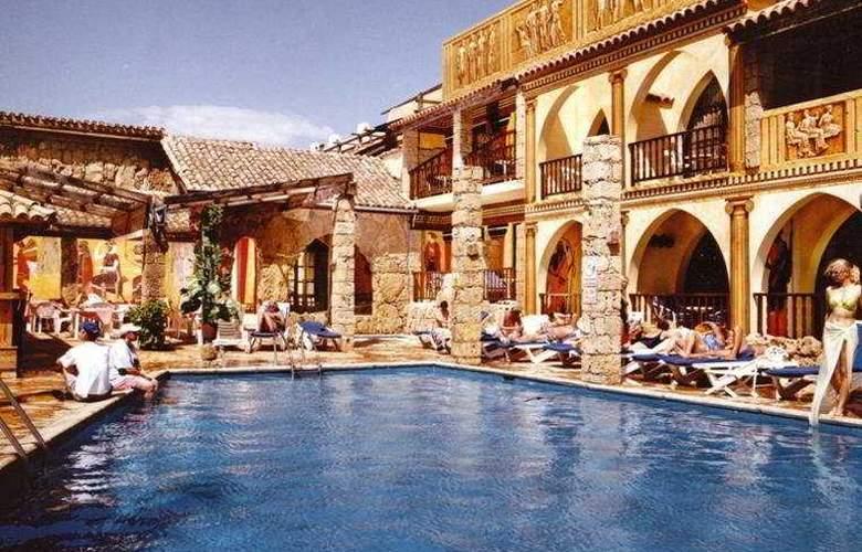 Roman Boutique Hotels - Pool - 9