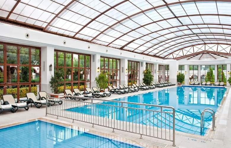 Wow Kremlin Palace - Pool - 21