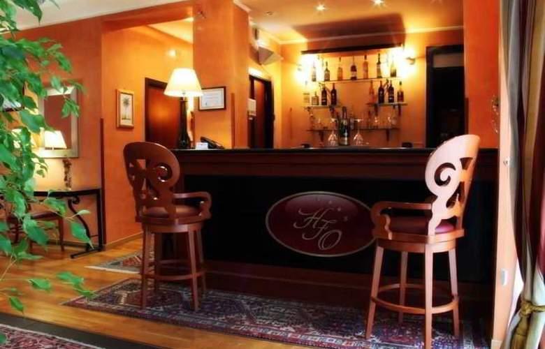 Gallery House - Bar - 3