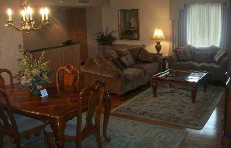 Embassy Suites Greenville Golf Resort - Hotel - 4