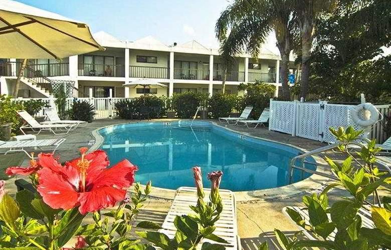 Beachcomber Beach Resort & Hotel - Pool - 6