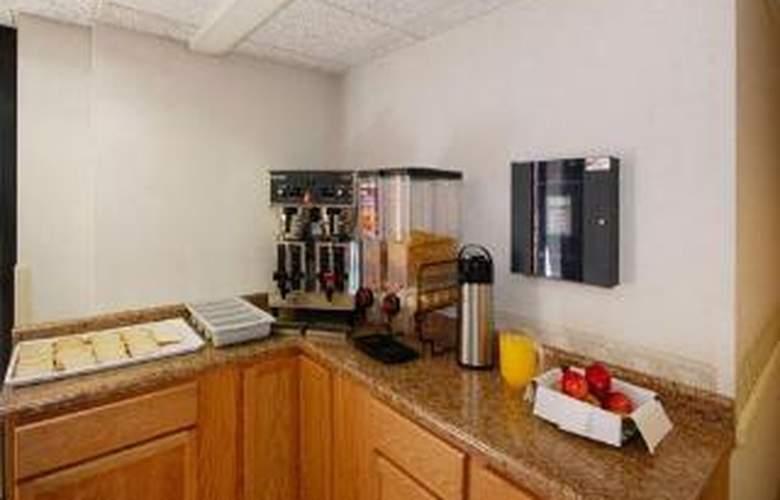 Rodeway Inn & Suites - General - 2