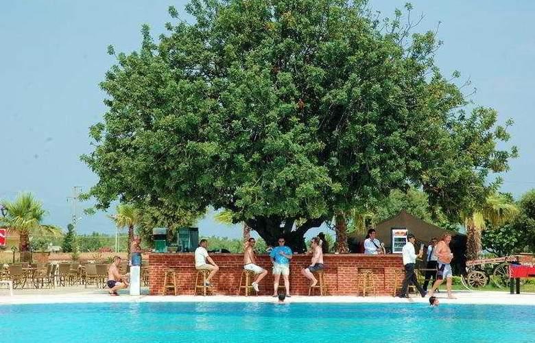 Garden Of Sun Hotel - Bar - 4
