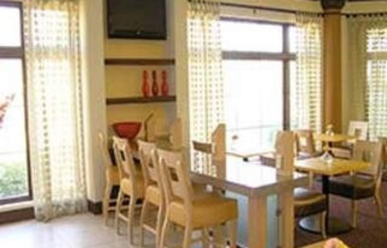 La Quinta Inn & Suites Austin Airport - Hotel - 0