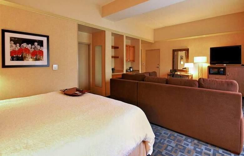 Hampton Inn Clinton - Room - 23