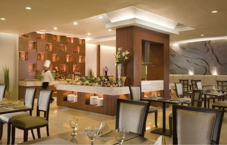 Hotel Santika Jemursari - Restaurant - 7