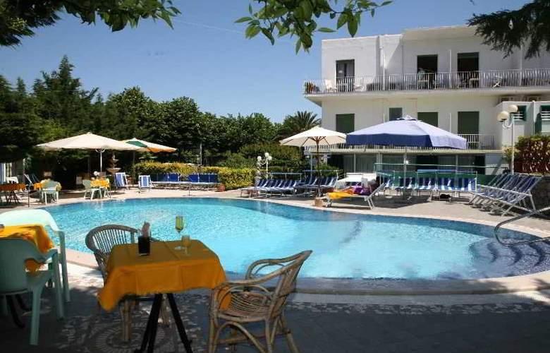 Hotel Carmencita - Hotel - 8